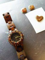 木製の時計へグルーデコ、デコウォッチ